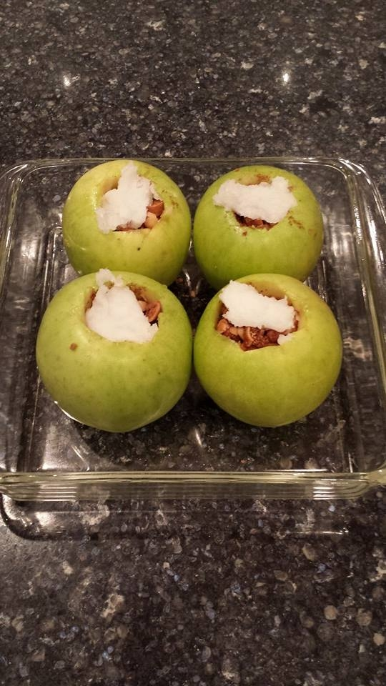 Baked green apples with Brazil nuts