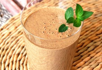 chocolate mint protein shake smoothie