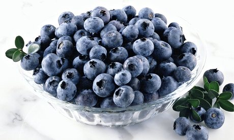 Blueberries glass bowl - Is An All Fruit Diet Healthy?